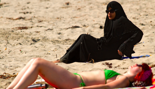 Muslim-Woman-At-Beach-610x350